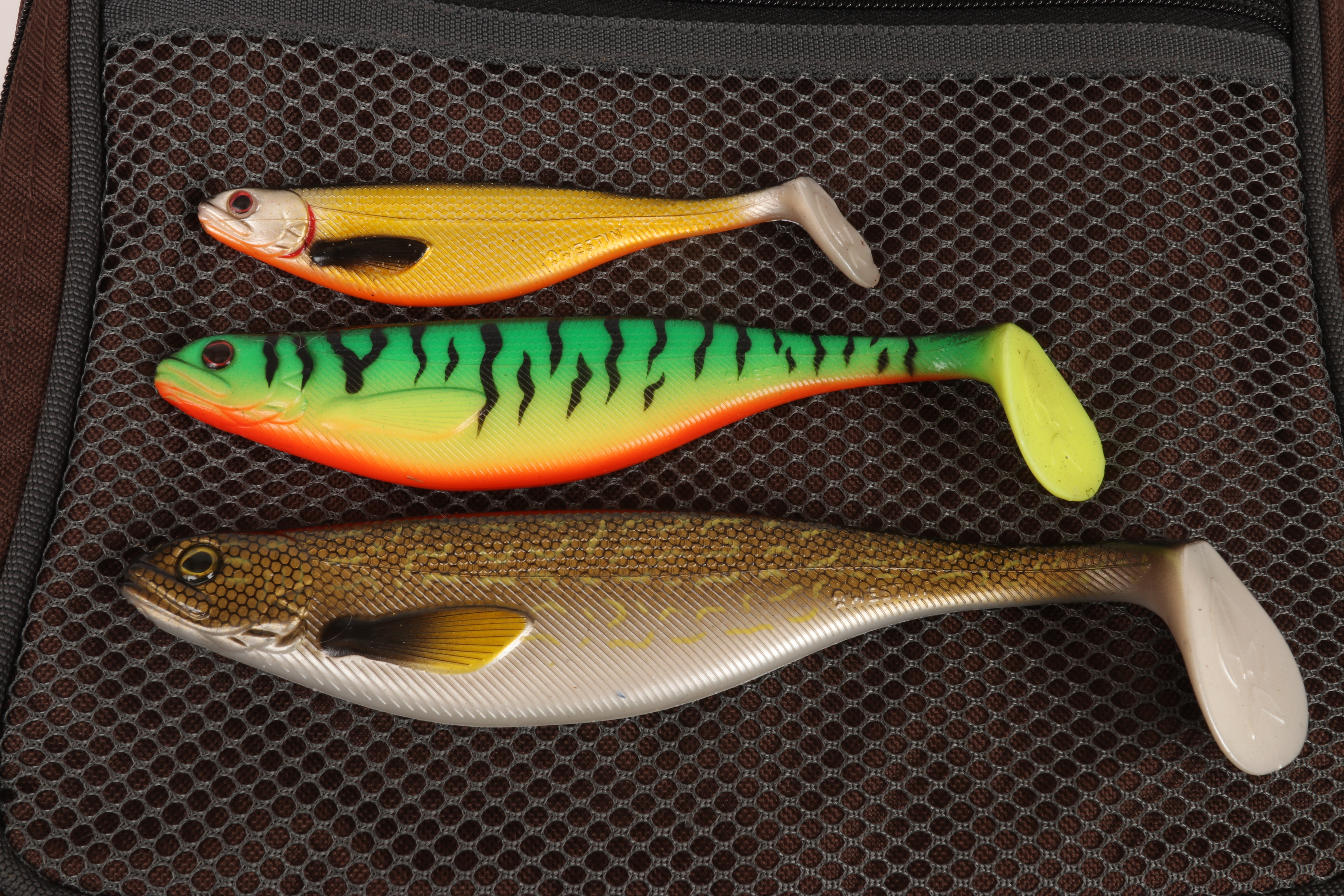 """30 pre-rigged soft plastic fishing lures BRAND NEW 4/"""" long tail lure"""